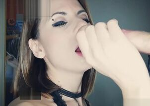 Closed mouth cum swallow